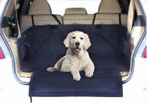 Подстилка в багажник автомобиля Fauna, 160 см х 121 см х 72 см52023Подстилка в багажник автомобиля Fauna изготовлена из плотного полиэстера. С ее помощью в автомобиле можно спокойно перевозить домашних животных. Подстилка крепится с помощью липучек на задние сиденья автомобиля, а также в багажник. Преимущества: - Подходит для багажника всех распространенных типов автомобилей. - Съемный и моющийся коврик (можно стирать при 60°С). - Покрытие мягкое, водонепроницаемое, грязеотталкивающее. - Защищает багажник от грязи и шерсти. - Ремни для безопасного и нескользящего крепления. - Откидывающаяся защита для бампера от царапин. Инструкция: 1. Разместите подстилку в багажник и застегните ремни вокруг подголовников заднего сиденья. 2. Зафиксируйте стороны с помощью крепления-липучки и разверните защиту бампера. 3. Положите коврик на подстилку, зафиксируйте его с помощью липучек.Состав: полиэстер. Товар сертифицирован.
