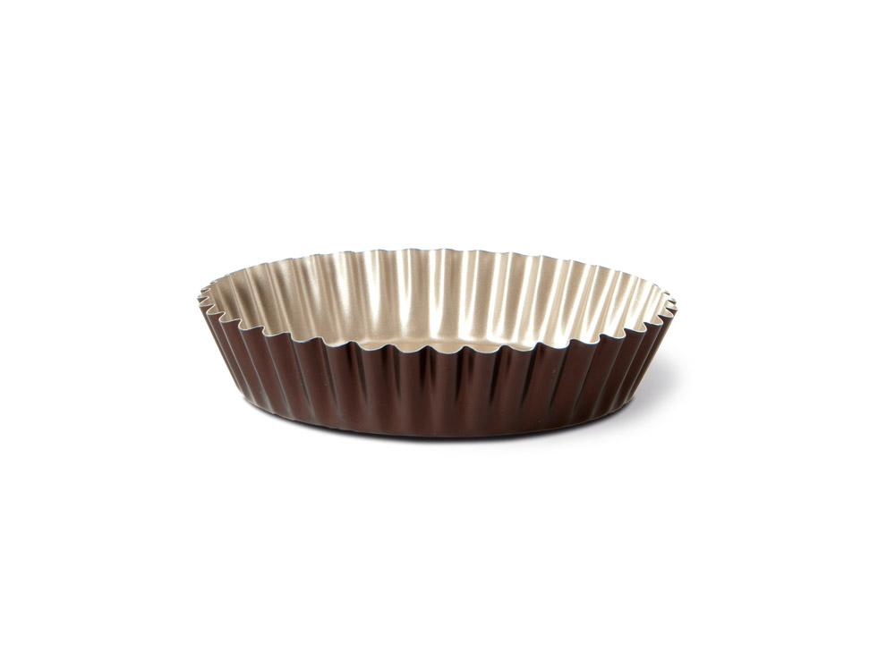 Форма для торта TVS Dolci Idee рифленая, с антипригарным покрытием, цвет: золотистый, шоколадный, диаметр 26 см82079261030301Круглая рифленая форма для торта TVS Dolci Idee изготовлена из высококачественного алюминия с внутренним антипригарным покрытием Ipertek.Оригинальная по дизайну форма имеет внутренне покрытие золотистого цвета, а внешнее шоколадного. На дне формы имеется шелкотрафаретное нанесение рецепта вкусного торта. Форма предназначена для использования в духовом шкафу. Можно мыть в посудомоечной машине. Простая в уходе и долговечная в использовании форма для торта TVS Dolci Idee будет верной помощницей в создании ваших кулинарных шедевров.Диаметр формы: 26 см.Высота стенки: 5 см.