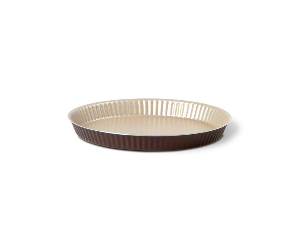 Форма для торта TVS Dolci Idee рифленая, с низким бортом, с антипригарным покрытием, цвет: золотистый, шоколадный, диаметр 27 см82077271030501Круглая рифленая форма для торта TVS Dolci Idee изготовлена из высококачественного алюминия с внутренним антипригарным покрытием Ipertek.Оригинальная по дизайну форма имеет внутренне покрытие золотистого цвета, а внешнее шоколадного. Стенки формы низкие и рифленые, что позволит без труда вынуть готовый корж. На дне формы имеется шелкотрафаретное нанесение рецепта вкусного торта. Форма предназначена для использования в духовом шкафу. Можно мыть в посудомоечной машине. Простая в уходе и долговечная в использовании форма для торта TVS Dolci Idee будет верной помощницей в создании ваших кулинарных шедевров.Диаметр формы: 27 см.Высота стенки: 2 см.