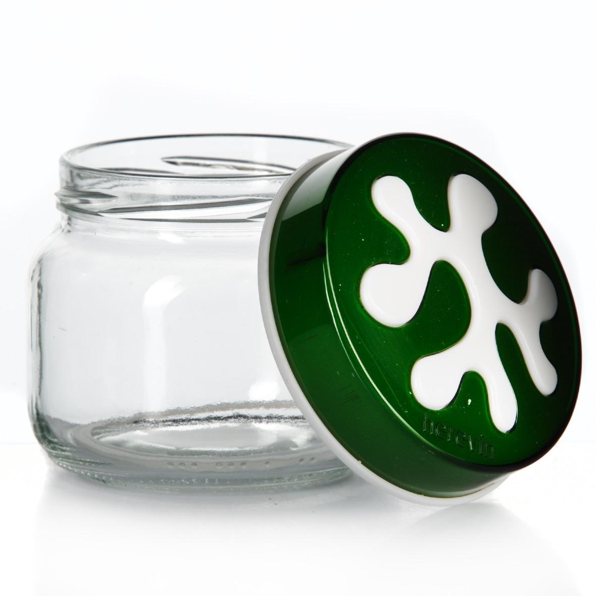 Банка для сыпучих продуктов Herevin, цвет: зеленый, 400 мл. 135357-002135357-002Банка для сыпучих продуктов Herevin изготовлена из прочного стекла и оснащена плотно закрывающейся пластиковой крышкой. Благодаря этому внутри сохраняется герметичность, и продукты дольше остаются свежими. Изделие предназначено для хранения различных сыпучих продуктов: круп, чая, сахара, орехов и т.д. Функциональная и вместительная, такая банка станет незаменимым аксессуаром на любой кухне. Можно мыть в посудомоечной машине. Пластиковые части рекомендуется мыть вручную.Объем: 400 мл.Диаметр (по верхнему краю): 7,5 см.Высота банки (без учета крышки): 8 см.