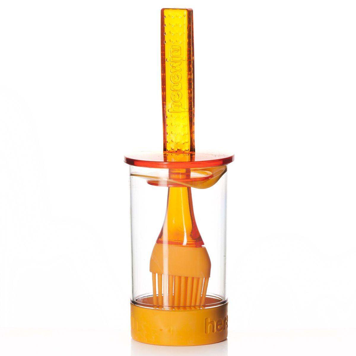 Емкость для соуса Herevin, с кисточкой, цвет: оранжевый, 250 мл161260-000Емкость для соуса Herevin выполнена из прочного пластика. В нижней части емкости имеется вставка из приятного на ощупь силикона, который не позволит ей выскользнуть из ваших рук. Емкость плотно закрывается пластиковой крышкой с уплотнителем и встроенной силиконовой кисточкой. Кисточка хорошо распределяет соус, маринад или другую смазку. Такое удобное приспособление поможет вам смазать соусом готовое блюдо и не разбрызгать его. Налейте соус в емкость, опустите туда кисточку и, уже поднеся к пирогу или мясу, смазывайте. Также емкость прекрасно подходит для приготовления и хранения соуса, маринада.Диаметр емкости: 6 см.Высота емкости (без учета крышки): 11 см.Длина кисточки: 20 см.Уважаемые клиенты!Обращаем ваше внимание на возможные изменения в цветовом дизайне товара, связанные с ассортиментом продукции. Поставка осуществляется в зависимости от наличия на складе.