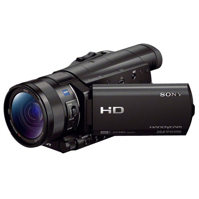 Sony HDR-CX900E видеокамераHDRCX900EB.CENКамера Sony HDR-CX900E для профессиональной съемки Full HD с матрицей Exmor R CMOS типа 1.0 для потрясающего качества изображения, высокой чувствительности при низкой освещенности и роскошного боке.Камера HDR-CX900E оснащена крупной матрицей Exmor R CMOS со светочувствительным элементом, который примерно в 4,9 раза крупнее, чем у матриц типа 1/2.88. Камера оснащена объективом ZEISS Vario-Sonnar T* с 12-кратным оптическим зумом с широкой и семилепестковой ирисовой диафрагмой для видео профессионального уровня и красивого боке. CX900E имеет зум Clear Image от Sony для высокой детализации при 12-кратном увеличении. Новый процессор изображений BIONZ X предлагает запись более ярких и реалистичных изображений в более высоком разрешении, а также запись с частотой 120 кадров/с.Подключайтесь по беспроводной связи к своему телефону, планшету или телевизору. Встроенные модули Wi-Fi и NFC позволяют в одно касание передавать видеоклипы и фотографии по беспроводному соединению с Handycam на ваш смартфон или планшет. Загрузите бесплатное мобильное приложение PlayMemories на свое устройство iOS или Android.Записывайте в форматах MP4 + AVCHD благодаря функции двойной видеозаписи. Камера CX-900E ведет съемку сразу в двух форматах: видео для интернета и видео в профессиональном качестве. Это позволяет загружать одни файлы по NFC/Wi-Fi, а другие — сохранять в высоком разрешении. Запись Full HD идет в форматах AVCHD или XAVC S.К радости энтузиастов, которые ищут максимальное творческое выражение, камера может вести видеосъемку в формате Full HD на скорости 50 Мбит/с и применении кодека XAVC S на основе профессионального стандарта XAVC. Благодаря этому оператор может передать мельчайшие детали каждой сцены, даже при быстрой проводке камеры. Кроме того, съемка с частотой 120 кадров/с фиксирует все движения, что обеспечивает красивый эффект замедленной съемки на повторах.Затвор: выдержка 1/8 — 1/10000 с
