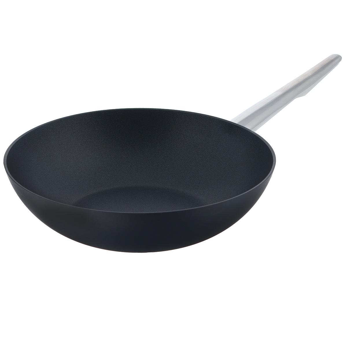 Сковорода-вок TVS Maestrale, с антипригарным покрытием, цвет: черный. Диаметр 28 см1V761283310001Сковорода-вок TVS Maestrale выполнена из алюминия с внешним лаковым покрытием черного цвета и обладает превосходной теплопроводностью. Внутреннее антипригарное покрытие Toptec позволяет готовить пищу с минимальным использованием масла. Прочная поверхность сковороды не боится механических повреждений.Эргономичная ручка, изготовленная из нержавеющей стали, имеет плавные формы, которые подчеркивают стиль сковороды. Сковорода-вок TVS Maestrale изготовлена из экологичных материалов, что делает ее пригодной для приготовления пищи детям.Подходит для всех видов плит, включая индукционные.Сковороду-вок TVS Maestrale можно использовать в духовому шкафу. Максимальная температура 230°С. Можно мыть в посудомоечной машине.Особенностью коллекции Maestrale является фурнитура из нержавеющей стали с изящными формами, очень эффектно сочетающаяся с литым корпусом изделий с черным антипригарным покрытием Toptec. Дно сковород и кастрюль, входящих в коллекцию, имеет вплавленный стальной диск, благодаря чему посуду можно использовать, в том числе и на индукционных плитах. Компания TVS была основана в 1968 году. Основными принципами, которых придерживается компания, являются экологическая безопасность производства, использование новейших материалов и технологий, а также всесторонний учет потребностей рынка. Посуда TVS (Италия) - это превосходное решение для любой современной кухни, способное создать по-настоящему комфортные условия для приготовления пищи. Диаметр сковороды: 28 см. Высота стенки: 7 см.Длина ручки: 20 см.