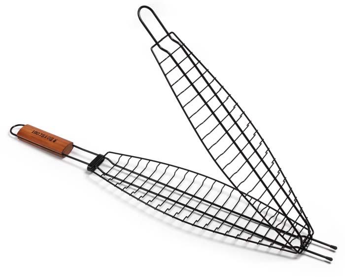 Решетка-гриль Boyscout для рыбы, с антипригарным покрытием, 65 см х 15 см х 3,5 см61309Решетка-гриль Boyscout предназначена для приготовления рыбы на открытом воздухе. Изготовлена из высококачественной стали с антипригарным покрытием. Решетка имеет деревянную вставку на ручке, предохраняющую руки от ожогов и позволяющую без труда перевернуть решетку. Надежное кольцо-фиксатор гарантирует, что решетка не откроется, и продукты не выпадут.Размер рабочей поверхности: 42 см х 15 см х 3,5 см.Длина ручки: 22 см.