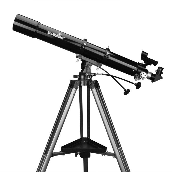 Sky-Watcher BK 809AZ3 телескопBK 809AZ3Ахроматический рефрактор Sky-Watcher BK 809AZ3 станет прекрасным подарком начинающему любителюастрономии. Качественная просветленная оптика позволяет получить четкое и контрастное изображение повсему полю зрения. Эта модель отличается надежной конструкцией. Азимутальная монтировка проста вуправлении.Объектив диаметром 80 мм позволяет рассмотреть множество интересных астрономических объектов. Даннаямодель оптимальна для изучения Луны и планет Солнечной системы, однако ее можно с успехом использовать идля наблюдения объектов дальнего космоса.Для точной настройки резкости используется реечный фокусер со стандартным посадочным диаметром 1,25.Телескоп комплектуется двумя окулярами: 25 мм и 10 мм. Начинать наблюдения лучше с длиннофокусногоокуляра.Оптическая труба устанавливается на азимутальную монтировку AZ3. Благодаря встроенным механизмам тонкихдвижений монтировка обеспечивает плавный и ровный ход трубы. Для управления используются удобные гибкиеручки.