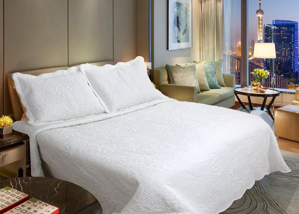 Комплект для спальни Buenas Noches Verona: покрывало 230 х 250 см, 2 наволочки 50 х 70 см, цвет: кремовый71755Комплект для спальни Buenas Noches состоит из покрывала и двух наволочек с воланами, выполненных из полиэстера. Это мягкая, прочная, износоустойчивая ткань, легко стирается и чистится. Именно поэтому она очень часто используется для домашнего текстиля. Полиэстер экологичен, гипоаллергенен, безопасен для детей и людей с аллергическими заболеваниями. Покрывала Buenos Noches - идеальное решение для вашего интерьера! Станьте дизайнером и создайте свой стиль! Buenos Noches - Элегантно, Стильно, Качественно! В ассортименте вы найдете постельное белье, пледы и покрывала. Вся продукция выполнена из тканей высшего качества с использованием стойких и безвредных красителей. В комплект входит: - Покрывало - 1 шт. Размер: 230 см х 250 см. - Наволочка - 2 шт. Размер: 50 см х 70 см.