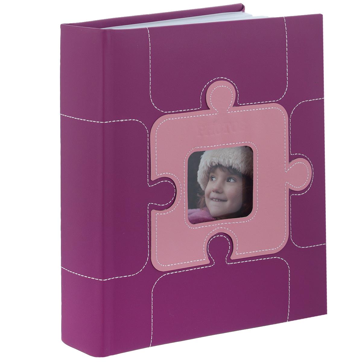 """Фотоальбом Image Art """"Photos"""" поможет красиво оформить ваши самые  интересные фотографии.  Обложка выполнена из толстого картона, обтянутого искусственной кожей. С  лицевой стороны обложки имеется  квадратное окошко для вашей самой любимой фотографии. Внутри содержится  блок из 50 двусторонних листов с фиксаторами-окошками из полипропилена. Альбом  рассчитан на 100 фотографий формата 10 см х 15 см. Для фотографий предусмотрено поле для записей.  Переплет - книжный.   Нам всегда так приятно вспоминать о самых счастливых моментах жизни,  запечатленных на фотографиях. Поэтому фотоальбом является универсальным  подарком к любому празднику.  Материал: картон, искусственная кожа, бумага, полипропилен.  Количество листов: 50. Размер фотографии: 10 см х 15 см."""