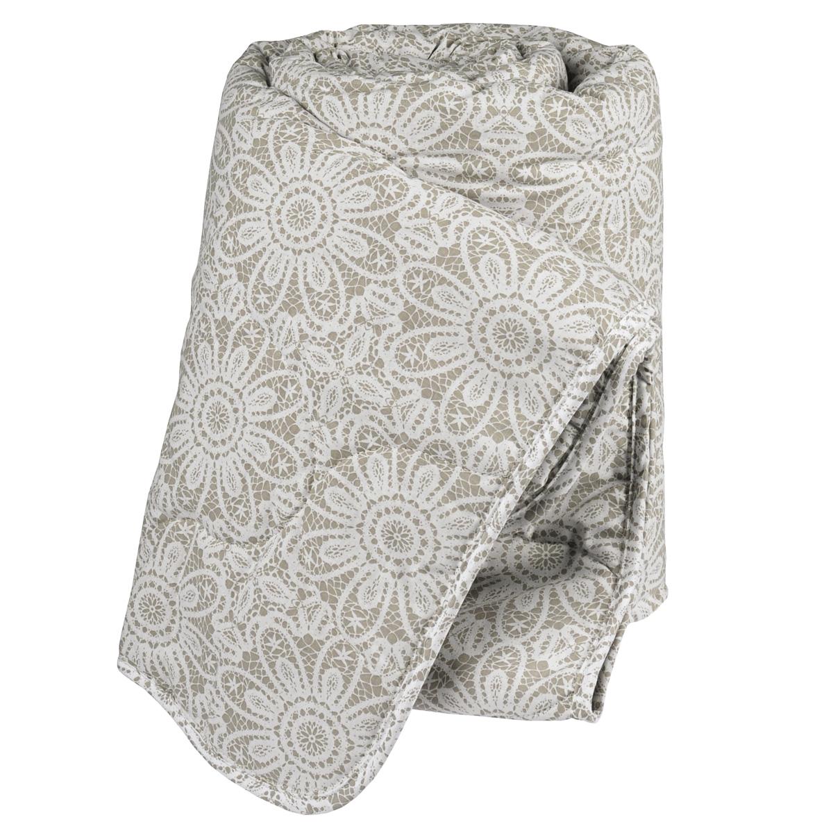 """Мягкое и комфортное одеяло Green Line """"Лен"""" подарит вам незабываемое чувство уюта и умиротворения.  Чехол выполнен из чистого хлопка. Одеяло поможет создать максимально удобные и благоприятные условия для сладкого сна. Преимущества льняного наполнителя:  - имеет эффект """"активного дыхания"""",  - природный антисептик,  - холодит в жару и согревает в холод.  Лен полезен для здоровья, обладает положительной энергетикой.   Не стирать, не гладить.  Размер: 172 см х 205 см. Материал верха: 100% хлопок.   Наполнитель: 90% льняное волокно, 10% полиэстер. Масса наполнителя: 300 г/м2."""