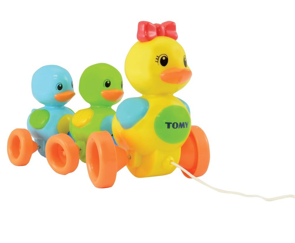 TOMY Развивающая игрушка-каталка Веселая утиная семейка tomy набор овцы в загоне с 3 лет