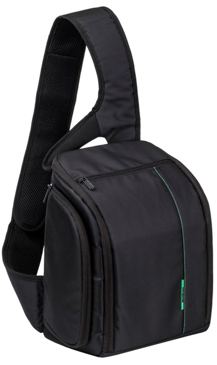 RIVACASE 7470 SLR Sling Case, Black рюкзак для зеркальной фотокамеры6579Удобный слинг с контрастной зеленой подкладкой и чехлом от дождя Riva 7470 SLR Sling Case для зеркальной фотокамеры обеспечивает быстрый доступ к отделению для фотокамеры через боковой карман на молнии. Система внутренних перегородок позволяет разместить дополнительные объективы и аксессуары.Чехол оборудован внутренним карманом для планшета до 10.1 и документов и двумя внешними карманами для аксессуаров с отделениями для карт памяти, аксессуаров и смартфона. Дополнительно на задней стенке расположен скрытый карман для паспорта или бумажника. Мягкая спинка и уплотненный регулируемый наплечный ремень служат для длительного комфортного ношения рюкзака.