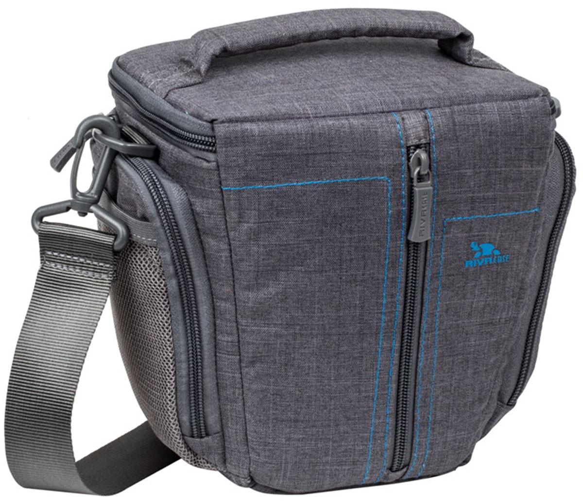 Riva 7501 SLR Canvas Case, Grey сумка для зеркальной фотокамеры6580Стильная сумка с контрастной синей подкладкой и чехлом от дождя Riva 7501 SLR Canvas Case для зеркальной фотокамеры с установленным объективом из высококачественной, водоотталкивающей ткани имеет верхний откидной клапан, который закрывается на молнию и обеспечивает быстрый доступ к фотокамере.Передний внешний карман на молнии служит для хранения аксессуаров, как и два внешних боковых кармана на молнии и дополнительный карман на задней стенке. Для переноски предусмотрены регулируемый наплечный ремень с мягкой накладкой и удобная ручка.