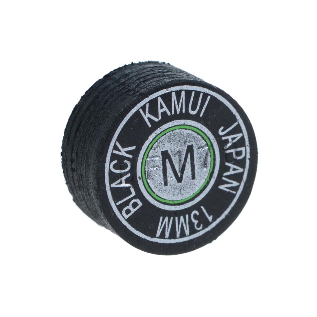 Наклейка для кия Kamui Black, средняя жесткость, 13 мм03101Почему игроки выбирают наклейки KAMUI:Повышенная устойчивость к влажности. Кожа для наклеек KAMUI проходит этап растительного дубления. Это позволяет сделать кожу более эластичной и прочной по сравнению, например, с кожей, которая прошла этап хромового дубления. Тем не менее, после растительного дубления кожа имеет тенденцию поглощать влагу, которая уменьшает как прочность, так и эластичность кожи. Именно поэтому KAMUI проводит дополнительный, специальный, этап дубления кожи, после которого кожа сохраняет прочность и эластичность. Как результат - наклейки KAMUI не изменяют своих игровых свойств даже в средах с повышенной влажностью.Уменьшение эффекта грибной шляпки. Появление у наклейки формы грибной шляпки связано с отсутствием достаточной прочности у наклейки при ударе по шарам. Эта шляпка не позволит игроку сделать точный, аккуратный удар. Во время дубления кожи для наклеек KAMUI процесс останавливается именно в тот момент, когда кожа имеет наибольшую прочность и устойчивость к образованию грибной шляпки.Стабильность. При выборе наклейки для кия очень важна ее стабильность на всем протяжении ее использования. Трудно играть, когда игровые характеристики новой наклейки отличаются от предыдущей, к которой вы уже привыкли. KAMUI направляет большие усилия на улучшение традиционного метода контроля качества. Имея большую базу данных по тестам и разработкам, KAMUI удалось создать лучший контроль качества среди всех производителей бильярдных наклеек. Это позволяет производить наклейки KAMUI, которые абсолютно не отличаются друг от друга - т.е. установив очередную наклейку KAMUI вместо отработавшей, вы не заметите разницы.Контроль качества кожи для наклеек KAMUI. Качество и надежность является важным моментом при производстве высококлассных бильярдных наклеек. KAMUI ввел новый специальный метод проверки кожи на ее структуру и реакцию на растительное дубление. KAMUI работает над привлечением новых и традиционных те