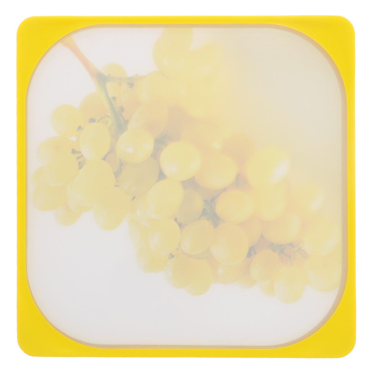 """Разделочная доска Frybest """"Виноград"""" представляет собой комбинацию нескольких материалов: дерево, пластик с мелкодисперсной структурой и двусторонним покрытием Microban и силикон. Материалы непористые, что предотвращает впитывание запаха.  Доска имеет специальное  антибактериальное покрытие, защищающее поверхность от появления бактерий. Доску можно использовать с  двух сторон. Лицевая сторона оформлена красочным изображением спелых томатов. Углубления по  краю доски соберут весь сок и поверхность стола останется чистой. Благодаря силиконовой вставке по краю,  доска не скользит по поверхности. Можно мыть в посудомоечной машине.  Размер: 26 см х 26 см х 1 см."""
