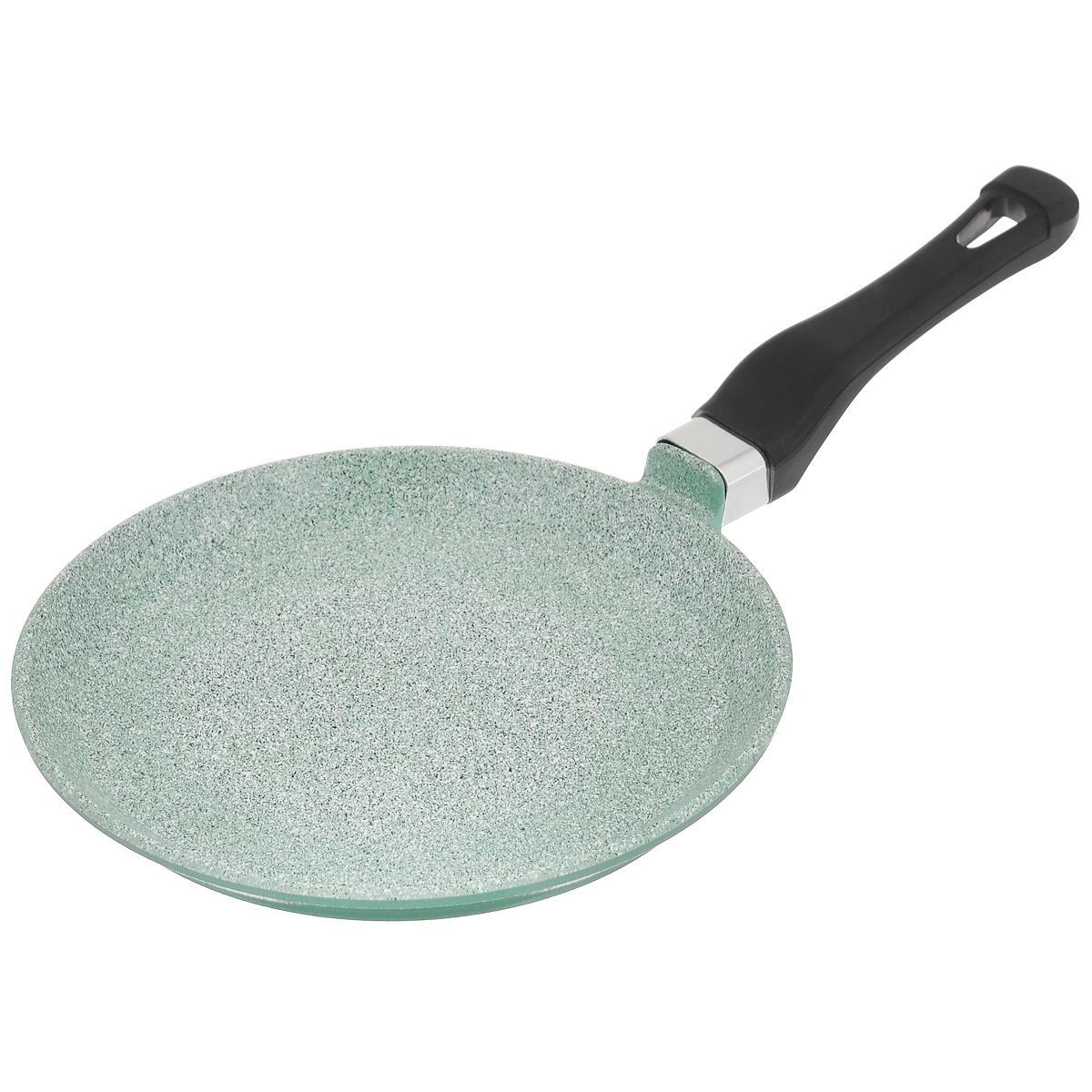 Сковорода для блинов Любава, с керамическим трехслойным антипригарным покрытием керамогранит, цвет: серый. Диаметр 22 смКГ22СбСковорода для блинов Любава Эко с низкими бортами изготовлена из литого алюминия методом ручного литья. Сковорода имеет внутреннее антипригарное покрытие из керамогранита, и внешнее покрытие - пироскан. Метод нанесения - напыление. Антипригарное покрытие состоит из натуральных компонентов, не выделяет вредных веществ. Пироскан - материал для внешнего покрытия на основе термостойких смол, устойчив к загрязнениям и легко моется. Изделие оснащено эргономичной пластиковой ручкой. Материал сковороды не содержит вредных веществ, в том числе ПФОА, свинца и кадмия. Сковорода обладает такими качественными характеристиками, как высокая теплоотдача, долговечность и надежность. Можно использовать на газовых, электрических, стеклокерамических плитах. Не подходит для индукционных плит.Диаметр сковороды (по верхнему краю): 22 см.Высота стенки сковороды: 2,1 см. Толщина стенки сковороды: 5 мм. Толщина дна сковороды: 6 мм. Длина ручки: 16 см.