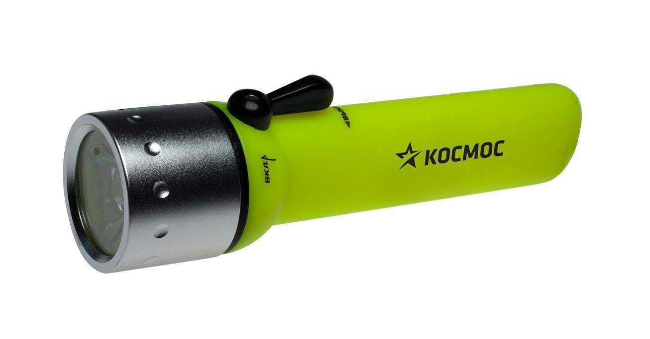 """Водонепроницаемый фонарь Kosmos KOCDIVE3WLED можно использовать при погружении до 50 метров. Источник света - 1 светодиодная лампа. Длина свечения - 300 м. Оснащен регулируемым ремешком. Время работы - 16 часов. Характеристики:  Материал: пластик, алюминий, поликарбонат, стекло, текстиль. Размер фонаря:  16 см х 4 см х 4 см. Тип лампочки:  LED. Время непрерывной работы:  более 15 ч. Рабочая глубина:  50 м. Производитель: Россия. Изготовитель: Китай. Артикул:  KOCDIVE3WLED.   Работает от 4-х батарей типа АА (входят в комплект).   """"Космос"""" - российский бренд электротоваров, созданный, чтобы обеспечить отечественного покупателя качественной энергосберегающей и энергоэффективной продукцией в категориях: Лампы, светильники Сезонные электротовары Элементы питания, фонари Электроустановочные изделия.   Лучшие заводы шести стран мира: Россия, Украина, Белоруссия, Китай, Корея, Япония производят товары """"Космос"""" на базе современных технологий."""