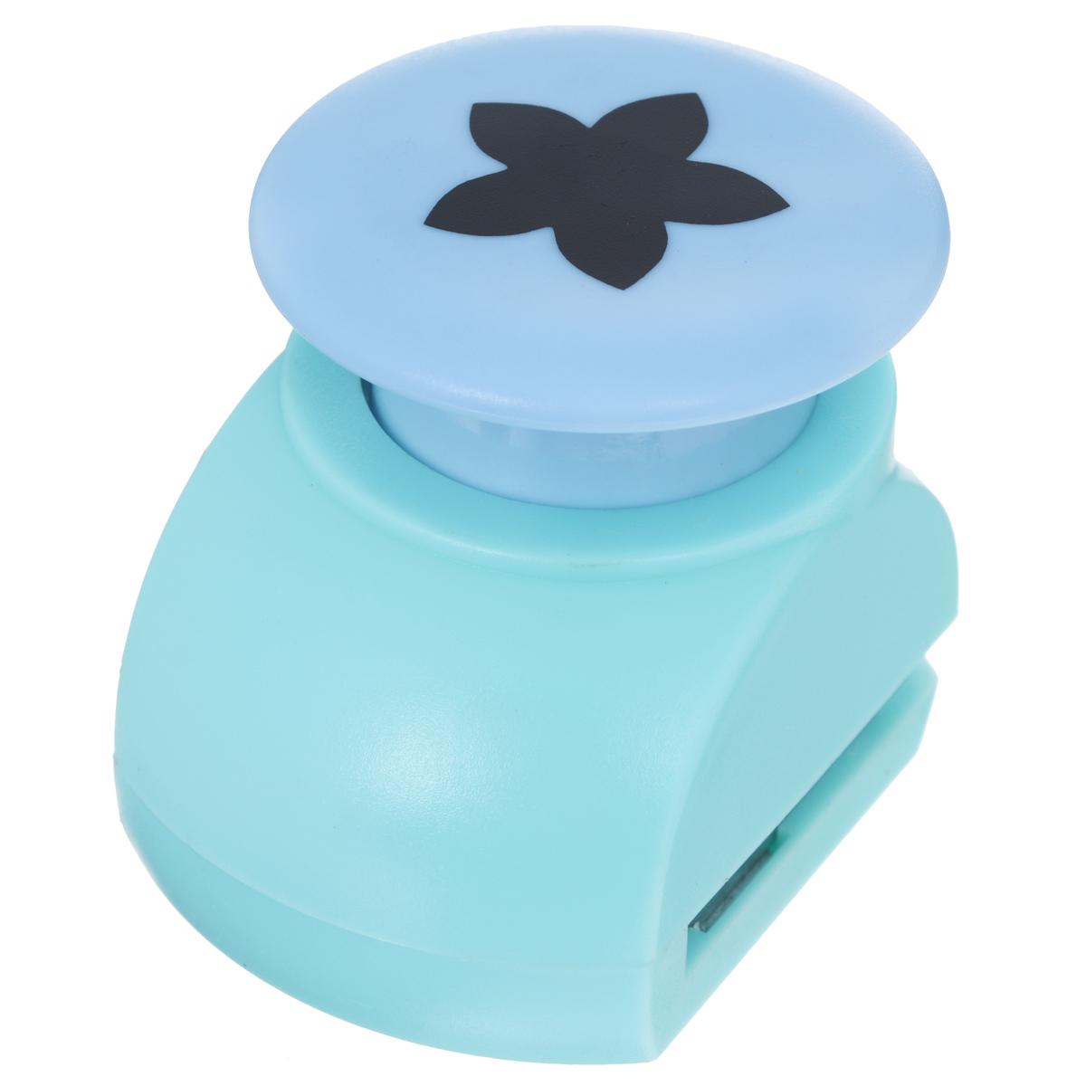 Дырокол фигурный Астра Цветок с пятью лепестками, цвет: голубой, бирюзовый. JF-82335210Дырокол Астра Цветок с пятью лепестками поможет вам легко, просто и аккуратно вырезать много одинаковых мелких фигурок. Режущие части компостера закрыты пластмассовым корпусом, что обеспечивает безопасность для детей. Можно использовать вырезанные мотивы как конфетти или для наклеивания.Дырокол подходит для разных техник: декупажа, скрапбукинга, декорирования.Размер дырокола: 5 см х 4 см х 5 см.Диаметр вырезанной фигурки: 2,2 см.