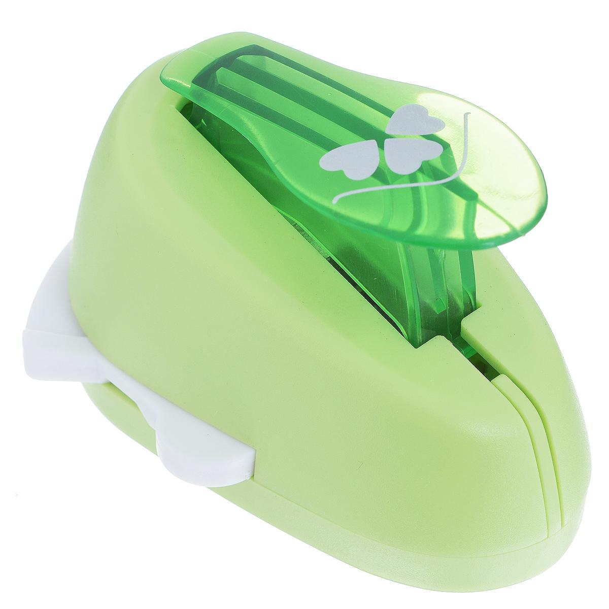 Дырокол фигурный Астра Три сердца, угловой. CD-99MA7709609_28Дырокол Астра Три сердца поможет вам легко, просто и аккуратно вырезать много одинаковых мелких фигурок. Режущие части компостера закрыты пластмассовым корпусом, что обеспечивает безопасность для детей. Вырезанные фигурки накапливаются в специальном резервуаре. Можно использовать вырезанные мотивы как конфетти или для наклеивания.Угловой дырокол подходит для разных техник: декупажа, скрапбукинга, декорирования.Размер дырокола: 8 см х 6 см х 5 см. Размер готовой фигурки: 2,5 см х 1,5 см.