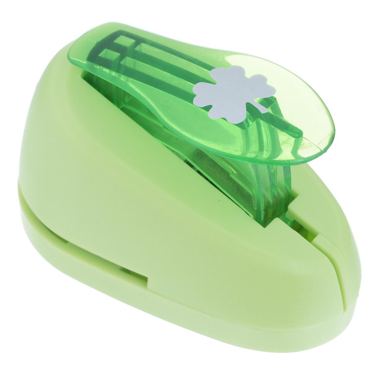 Дырокол фигурный Астра Клевер. CD-99S7709603_61Дырокол Астра Клевер поможет вам легко, просто и аккуратно вырезать много одинаковых мелких фигурок. Режущие части компостера закрыты пластмассовым корпусом, что обеспечивает безопасность для детей. Вырезанные фигурки накапливаются в специальном резервуаре. Можно использовать вырезанные мотивы как конфетти или для наклеивания.Дырокол подходит для разных техник: декупажа, скрапбукинга, декорирования.Размер дырокола: 7 см х 4 см х 5 см. Диаметр вырезанной фигурки: 1,5 см.