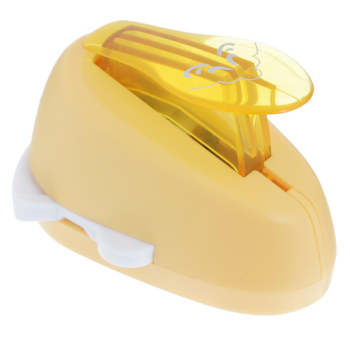 Дырокол фигурный Астра Орнамент, угловой, №12. CD-99MA7709609_12Дырокол Астра Орнамент поможет вам легко, просто и аккуратно вырезать много одинаковых мелких фигурок.Режущие части компостера закрыты пластмассовым корпусом, что обеспечивает безопасность для детей. Вырезанные фигурки накапливаются в специальном резервуаре. Можно использовать вырезанные мотивы как конфетти или для наклеивания. Угловой дырокол подходит для разных техник: декупажа, скрапбукинга, декорирования.Размер дырокола: 8 см х 6 см х 5 см. Размер готовой фигурки: 2,4 см х 2 см.