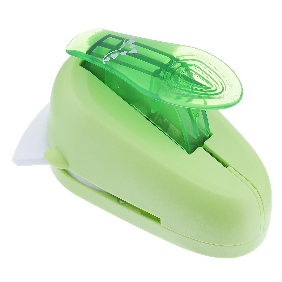 Дырокол фигурный Астра Семь сердец, угловой. CD-99MC7709610_57Дырокол Астра Семь сердец поможет вам легко, просто и аккуратно вырезать много одинаковых мелких фигурок.Режущие части компостера закрыты пластмассовым корпусом, что обеспечивает безопасность для детей. Вырезанные фигурки накапливаются в специальном резервуаре. Можно использовать вырезанные мотивы как конфетти или для наклеивания. Угловой дырокол подходит для разных техник: декупажа, скрапбукинга, декорирования.Размер дырокола: 10 см х 7 см х 7 см. Размер готовой фигурки: 2,5 см х 1,5 см.