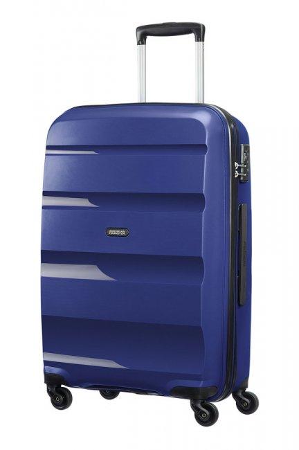 Чемодан American Tourister Bon Air, цвет: темно-синий, 57,5 л85A*41002Чемодан American Tourister Bon Air прекрасно подойдет для путешествий. Имеет жесткую форму. Выполнен из прочного полипропилена, материал внутренней отделки - полиэстеровая ткань серого цвета.Чемодан очень вместителен, он содержит продуманную внутреннюю организацию, которая позволяет удобно разложить вещи и избежать их сминания. Имеется одно большое отделение, закрывающееся по периметру на застежку-молнию с двумя бегунками. Внутри содержатся два больших отдела для хранения одежды с перекрещивающимися багажными ремнями, соединяющимися при помощи пластикового карабина. Отдел на крышке скрытый и закрывается на молнию. Также внутри имеется два сетчатых кармана на молнии и дополнительное отделение на молнии.Для удобной перевозки чемодан оснащен четырьмя маневренными колесами, которые обеспечивают легкость перемещения в любом направлении. Телескопическая ручка выдвигается нажатием на кнопку и фиксируется в 2-х положениях. Сверху предусмотрена ручка для поднятия чемодана. Небольшие размеры позволяют проносить чемодан в салон самолета в качестве ручной клади.Чемодан оснащен кодовым замком TSA, который исключает возможность взлома. Отверстие в кодовом замке предназначено для работников таможни (открытие багажа для досмотра без присутствия хозяина). Ключ находится только у таможни.Чемодан American Tourister Bon Air идеально подходит для поездок и путешествий. Он вместит все необходимые вещи и станет незаменимым аксессуаром во время поездок. Размер чемодана (ДхШхВ): 46 см x 66 см х 25,5 см.Высота чемодана (с учетом колес и максимально выдвинутой ручки): 104 см.Максимальная высота выдвижной ручки: 44 см.Диаметр колеса: 5 см.Как выбрать чемодан. Статья OZON Гид
