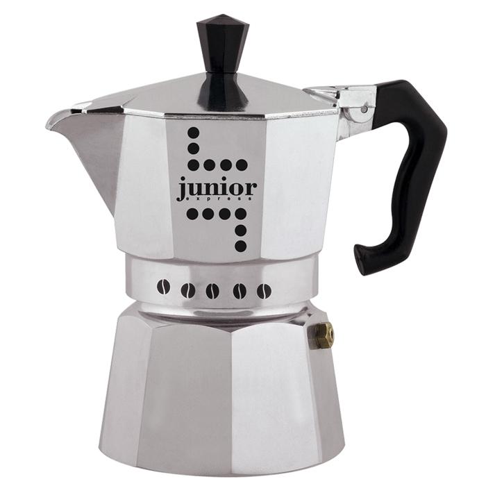 Кофеварка гейзерная Bialetti Junior, на 6 порций, 300 млW03011100Компактная гейзерная кофеварка Bialetti Junior изготовлена из прочного полированного алюминия и рассчитанана 6 порций. Ручка выполнена из пластика. Кофеварка предназначена для приготовления традиционныхкофейных напитков из молотого кофе с интригующим и манящим ароматом. Благодаря особой форме корпусакофеварки и симметричной огранке тепло равномерно распространяется внутри. Кофе получается ароматным,крепким и насыщенным. Для приготовления на электрических и газовых плитах и других нагревающих поверхностях, кроме индукционных.Нельзя мыть в посудомоечной машине.
