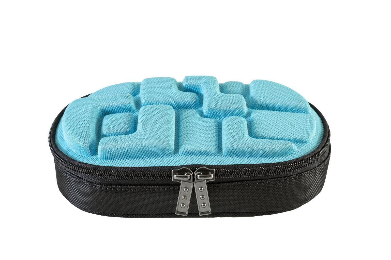 Пенал MadPax LedLox Pencil Case, цвет: голубойKZ24484193Пенал школьный прямоугольный, на молнии, с одним отделением, без наполнения. Стильное оформление в виде кубических форм, прекрасно подходит к рюкзакам коллекции Blok. Необходимый и модный аксессуар для школьников, стремящихся быть оригинальными и неповторимыми.
