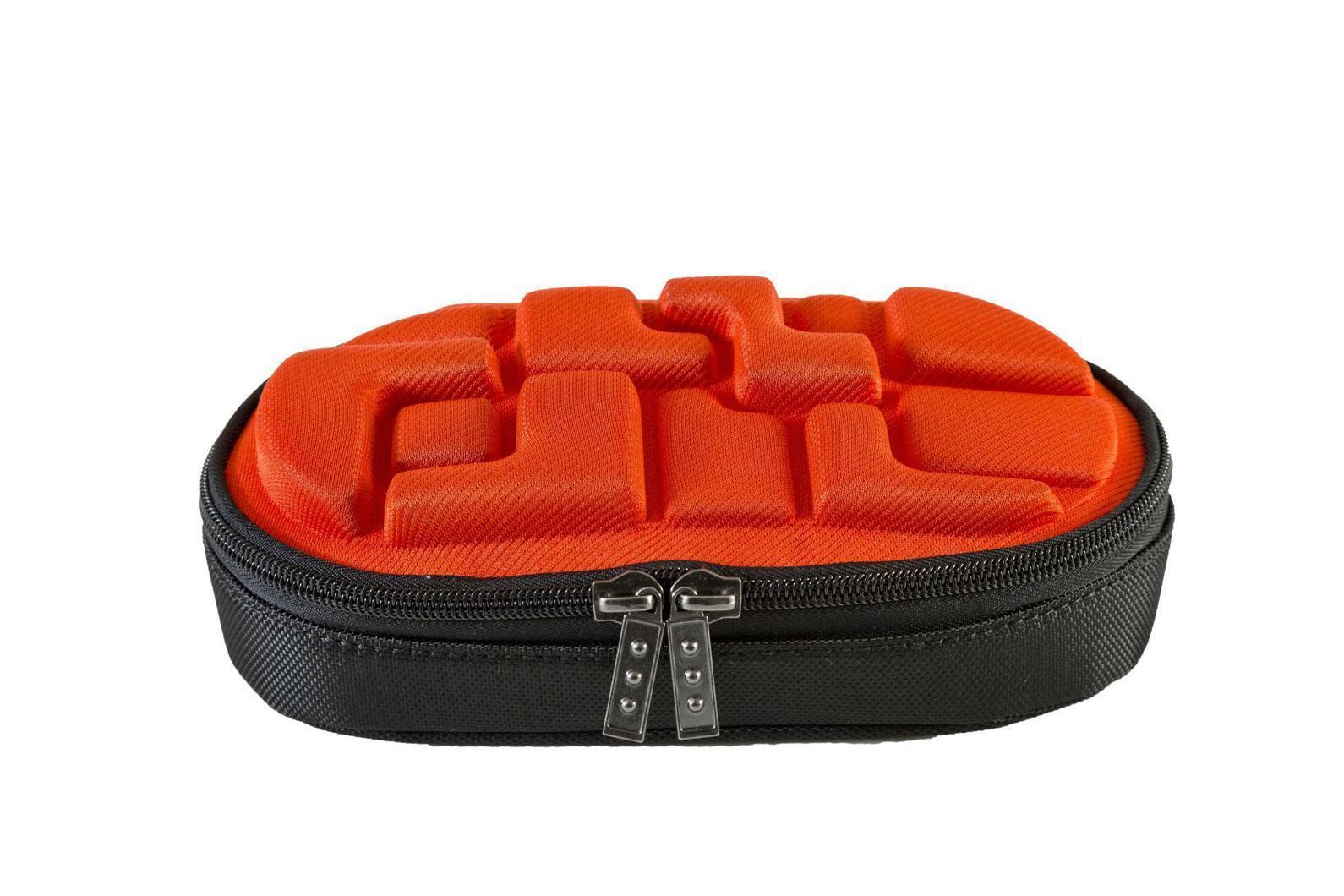 Пенал MadPax LedLox Pencil Case, цвет: оранжевыйKZ24484155Пенал школьный прямоугольный, на молнии, с одним отделением, без наполнения. Стильное оформление в виде кубических форм, прекрасно подходит к рюкзакам коллекции Blok. Необходимый и модный аксессуар для школьников, стремящихся быть оригинальными и неповторимыми.