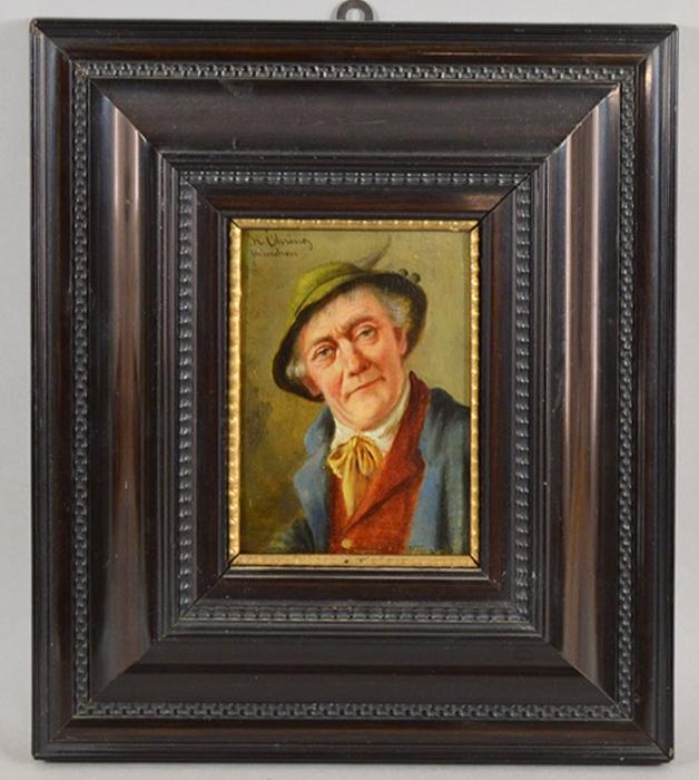 Картина Баварец с желтым галстуком. Масло, дерево. Германия, около 1915 годаЦ5 (47х58)Картина Баварец с желтым галстуком. Масло, дерево. Германия, около 1915 года. Картина заключена в раму. Размер рамы 31 х 35,5 см. Размер окна 11 х 15,5 см. Сохранность очень хорошая. Подпись в левом верхнем углу подпись художника от руки H. Olvi(u)(?)ng / Munchen. Мюнхенская школа.На картине изображен баварец в традиционной шляпе с пером и желтом галстуке, завязанном бантом. Атмосфера картины проникнута уютом и теплом.Старинная картина - это особенное украшение интерьера и прекрасным подарок коллекционеру и ценителю живописи!