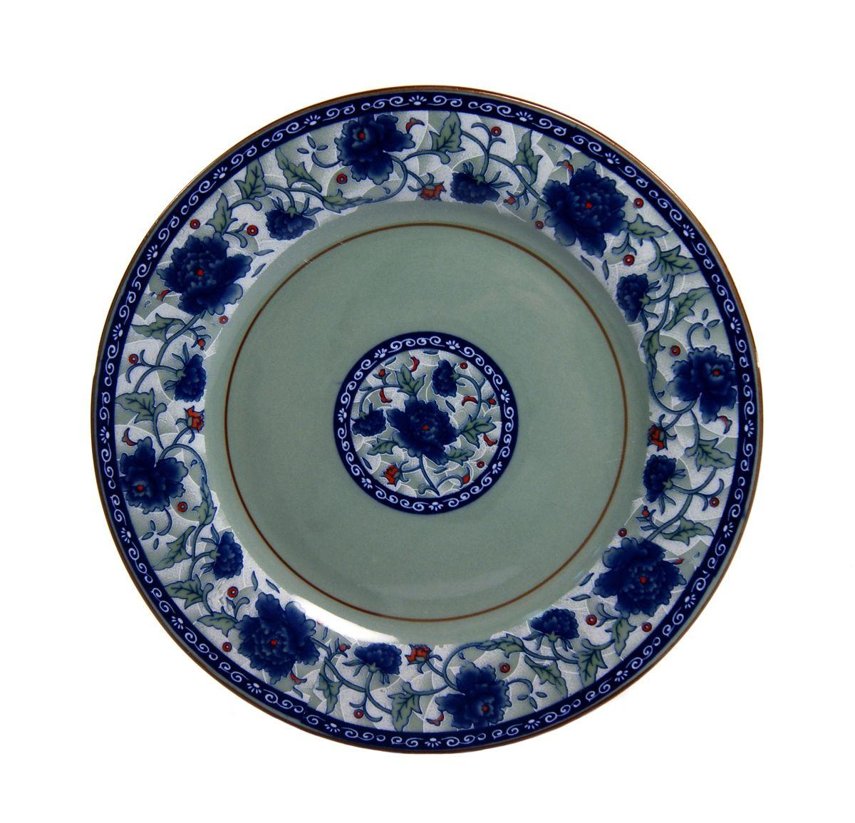 """Десертная тарелка Nanshan Porcelain """"Харбин"""" изготовлена из высококачественной керамики. Предназначено для красивой подачи различных блюд. Посуда безопасна для здоровья и окружающей среды. Внутренние стенки оформлены изящным узором. Такая тарелка украсит сервировку стола и подчеркнет прекрасный вкус хозяйки.Можно мыть в посудомоечной машине и использовать в микроволновой печи. Диаметр: 17,5 см.Высота: 1,5 см."""