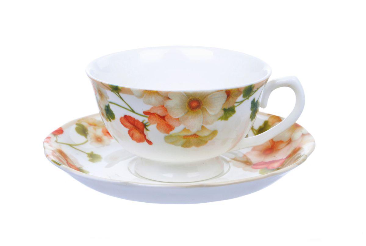 """Чашка с блюдцем Nanshan Porcelain """"Мальва"""" изготовлены из высококачественного  фарфора и декорированы оригинальным рисунком. Они прекрасно подойдут для  вашей кухни и великолепно украсят стол. Изящный дизайн и красочность оформления чашки и блюдца придутся по вкусу и  ценителям классики, и тем, кто предпочитает утонченность и изысканность.    Можно использовать в СВЧ и посудомоечной машине.     Объем кружки: 200 мл.  Диметр кружки по верхнему краю: 10 см.  Высота  кружки: 6 см.  Диаметр блюдца: 15,5 см."""