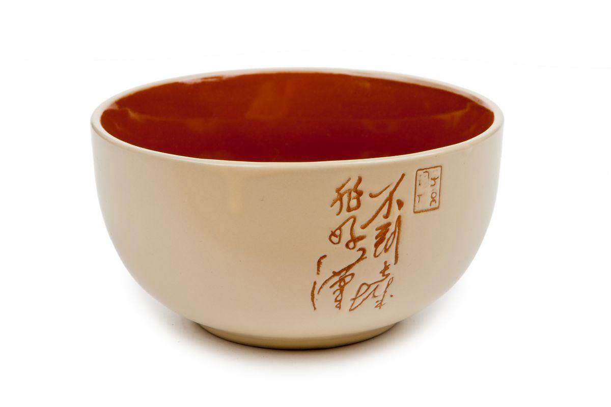 """Салатник Wing Star """"Иероглифы"""" изготовлен из высококачественной керамики и декорирован красочным изображением. Предназначен для красивой подачи различных блюд.  Такой салатник украсит сервировку стола и подчеркнет прекрасный вкус хозяйки. Можно мыть в посудомоечной машине и использовать в микроволновой печи.  Диаметр: 13,5 см. Высота: 6 см."""