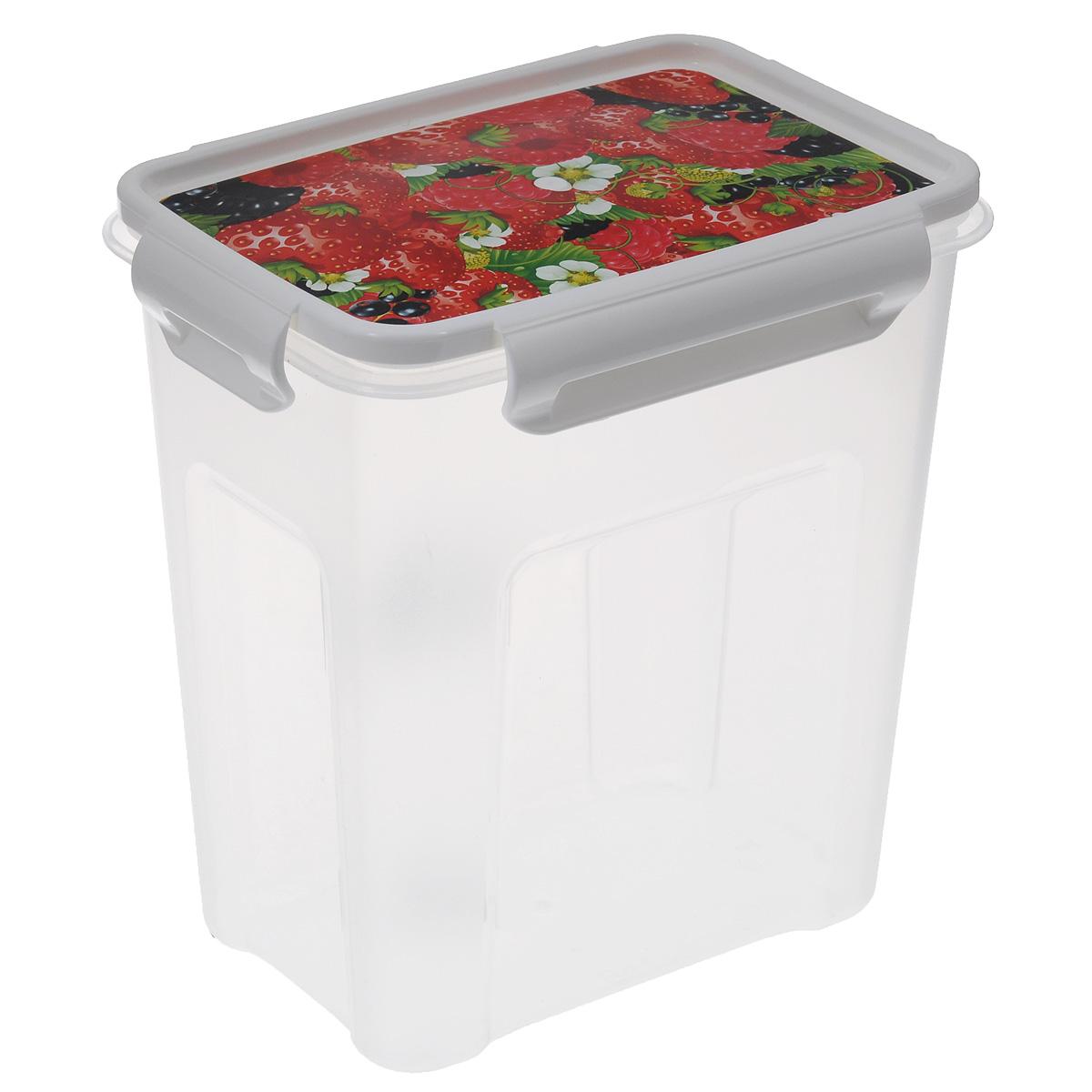 """Контейнер Полимербыт """"Лок декор"""" прямоугольной формы, изготовленный из прочного пластика, предназначен специально для хранения пищевых продуктов. Крышка, декорированная изображением ягод, легко открывается и плотно закрывается.   Контейнер устойчив к воздействию масел и жиров, легко моется. Прозрачные стенки позволяют видеть содержимое. Контейнер имеет возможность хранения продуктов глубокой заморозки, обладает высокой прочностью.  Можно мыть в посудомоечной машине. Подходит для использования в микроволновых печах."""