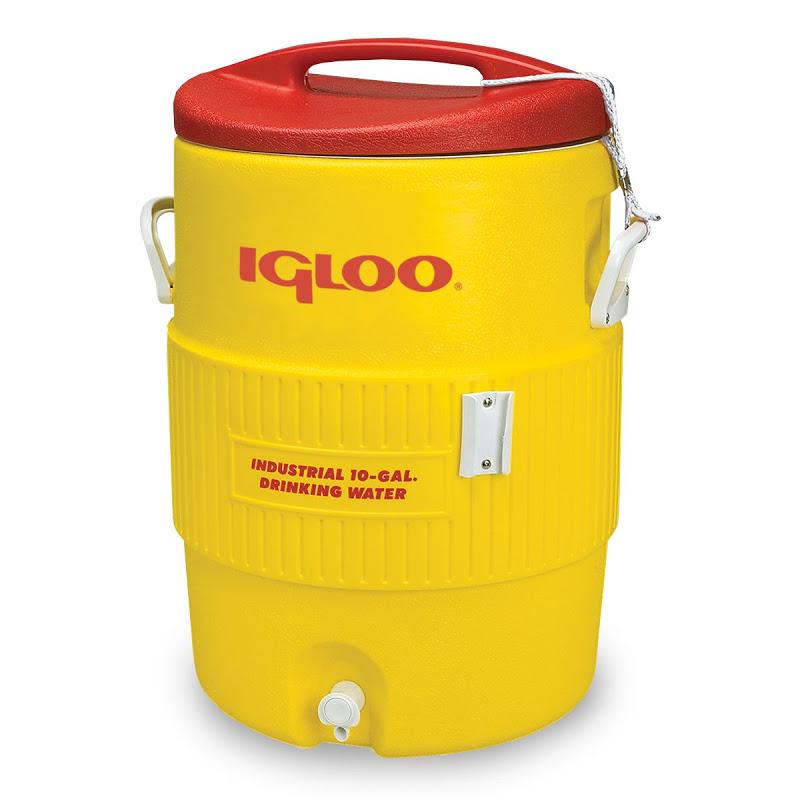 Изотермический контейнер Igloo 400 Series 10 GAL, цвет: желтый, 38 л4101Легкий и прочный изотермический контейнер Igloo 400 Series 10 GAL, изготовленный из высококачественного пищевого пластика, предназначен для транспортировки и хранения продуктов и напитков, косметики, термонеустойчивых медицинских препаратов и т.д. В контейнер также можно налить воду или другую жидкость, вода вытекает через специальный кран в нижней части корпуса. Корпус гладкий, эргономичного дизайна, ударопрочный. Поддержание внутреннего микроклимата обеспечивается за счет двойной термоизоляционной прокладки из пены Ultra Therm, способной удерживать температуру внутри корпуса до 3-х дней. Для поддержания температуры рекомендуется использовать аккумуляторы холода (в комплект не входят). Контейнер имеет две ручки по бокам для комфортной переноски. Крышка плотно и герметично закрывается, снабжена ручкой. Такой контейнер можно взять с собой куда угодно: на отдых, пикник, кемпинг, на дачу, на рыбалку или охоту и т.д. Идеальный вариант для отдыха на природе.