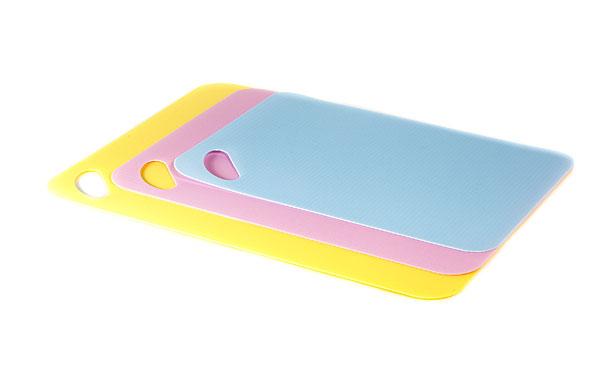Доска разделочная тонкая, 20*30 (пластик) LARACOOK(144)LC-1142Нескользящая поверхность,устойчивостьк истиранию,Устойчивость к воздействию воды, щелочей, кислот ; пригодны для посудомоечных машин Материал: пластик. Цвет: голубой.