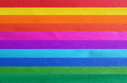 Крепированная бумага прекрасно подходит для воплощения творческих идей не только детей, но и взрослых. Насыщенный цвет бумаги сделает поделки по-настоящему яркими.