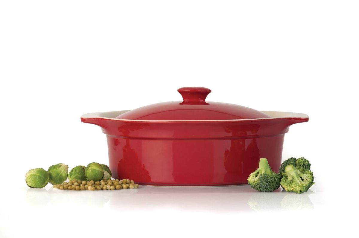 Овальное блюдо для выпечки с крышкой 36,3x25,5x15,3см 3,0л, цвет: красно-кремовый1695181Овальное блюдо для выпечки с крышкой 36,3x25,5x15,3см 3,0л подходит для запекания различных блюд. Может быть использовано для подачи запеченых и охлажденных блюд на стол. Высококачественная прочная глазурованная керамическая посуда легко чистится и устойчива к царапинам и пятнам. Жароустойчива и пригодна для микроволновых печей и духового шкафа. Материал мягко проводит тепло для равномерного запекания и зажаривания. Можно мыть в посудомоечной машине. Высококачественная глазурованная керамика