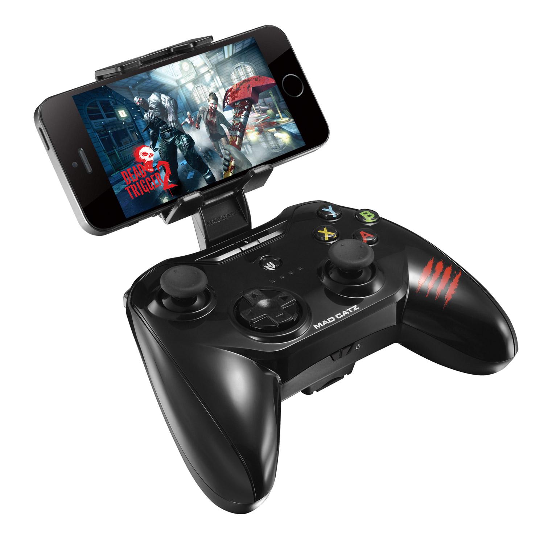 Mad Catz C.T.R.L.i, Black геймпад для iPhone и iPadPCA269Mad Catz C.T.R.L.i - стильный беспроводной геймпад для iPhone или iPad. Контроллер превратит ваше мобильное устройство в игровую консоль и позволит играть где угодно - дома, в поездках, путешествиях. Он оснащен лицензированным модулем связи от Apple и совместим с iPhone и iPad 5 поколения. Данная модель подключается к мобильному устройству через протокол Bluetooth. Благодаря энергоэффективному модулю Bluetooth 4.0 геймпад может проработать в автономном режиме до двух суток. Для комфортной игры на ходу новинка оснащена съемными регулируемыми зажимами, в которые можно вставить iPhone или iPad. При этом в устройстве не перекрывается разъем Lightning и его можно заряжать даже во время игры. Mad Catz C.T.R.L. i позволяет играть и на большом экране, используя в качестве консоли планшет или смартфон от Apple, соединив его с телевизором с помощью HDMI-кабеля. Геймпад имеет классический дизайн и традиционный набор средств управления: 8-позиционный D-pad и два аналоговых стика. Для того, чтобы настроить контроллер, необходимо скачать на AppStore фирменное приложение Mad Catz.