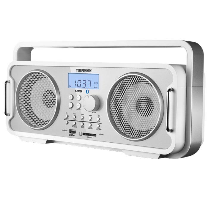 Telefunken TF-SRP3401B, White аудиомагнитолаTF-SRP3401BНебольшой легкий аппарат с удобной ручкой для переноски. Легкая и компактная Telefunken TF-SRP3401B имеет 2 динамика максимальной мощностью 4,5 Вт каждый и встроенный эквалайзер. Функционал устройства позволяет слушать радио и проигрывать MP3-файлы с внешних цифровых носителей, таких как USB-накопители и карты памяти формата SD, а также беспроводным путем через Bluetooth выводить музыку с различных гаджетов. Кнопки управления, выведенные на лицевую панель, дают пользователю возможность переключаться из режима в режим, программировать воспроизведение треков, включать повторное воспроизведение, а также сохранять в памяти аудиосистема до 20 выбранных FM-радиостанции. Найти интересующую радиоволну можно вручную или в автоматическом режиме. Высокочувствительный PLL-тюнер быстро настроится на выбранную частоту, а сама частота отобразится на ЖК-дисплее. Модель Telefunken TF-SRP3401B питается от встроенного литиево-ионного аккумулятора емкостью 2100 мА/ч. Разумеется, у аудиосистемы есть разъем для подключения наушников. Немало важно и то, что звук с любого гаджета можно вывести на ее динамики, подсоединив к ней мобильный телефон через линейный вход или Bluetooth. Эта симпатичная ретромагнитола с современными возможностями придётся по вкусу многим. Узнаваемой и милой её внешность покажется тем, кто помнит, как это - ходить по улице в шумной компании и с магнитолой на плече. Только теперь, спустя десятилетия, магнитола несравнимо легче и работает дольше, а музыка доступна с разных цифровых носителей. История и современность, простота и многофункциональность – все это вобрала в себя магнитола Telefunken TF-SRP3401B.