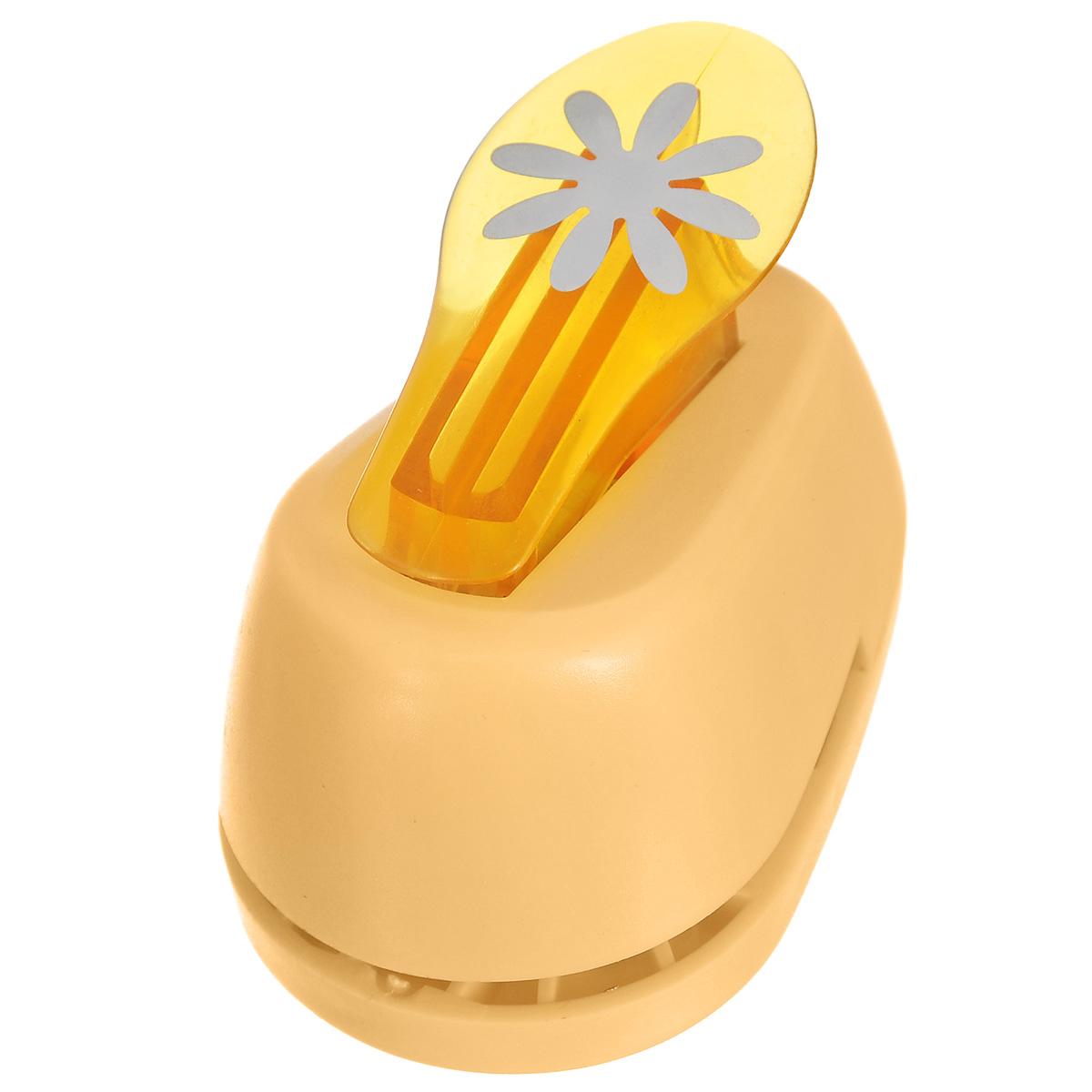 Дырокол фигурный Hobbyboom Маргаритка, №2, цвет: оранжевый, 2,5 смCD-99M-002Фигурный дырокол Hobbyboom Маргаритка изготовлен из пластика и металла, используется в скрапбукинге для создания оригинальных открыток и фотоальбомов ручной работы, оформления подарков, в бумажном творчестве и т.д. Рисунок прорези указан на ручке дырокола. Дырокол предназначен для прорезания фигурных отверстий в бумаге. Просто вставьте лист бумаги в дырокол. Нажмите на рычаг. На листе получится прорезь в виде красивого цветочка.Предназначен для бумаги определенной плотности - 80 - 200 г/м2. При применении на бумаге большей плотности или на картоне, дырокол быстро затупится.Материал: пластик, металл.Размер дырокола: 8 см х 5 см х 5,5 см.Диаметр готовой фигурки: 2,5 см. Фигурный дырокол Hobbyboom Маргаритка изготовлен из пластика и металла, используется в скрапбукинге для создания оригинальных открыток и фотоальбомов ручной работы, оформления подарков, в бумажном творчестве и т.д. Рисунок прорези указан на ручке дырокола. Дырокол предназначен для прорезания фигурных отверстий в бумаге. Просто вставьте лист бумаги в дырокол. Нажмите на рычаг. На листе получится прорезь в виде красивого цветочка.Предназначен для бумаги определенной плотности - 80 - 200 г/м2. При применении на бумаге большей плотности или на картоне, дырокол быстро затупится.Материал: пластик, металл.Размер дырокола: 8 см х 5 см х 5,5 см.Диаметр готовой фигурки: 2,5 см.