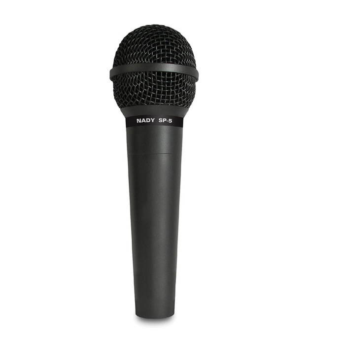 Nady SP-5, Black микрофонSP-5Nady SP-5 - сбалансированный натуральный звук с теплыми басами, прозрачной серединой и мягкими высокими. Он идеально подходит для живых выступлений и записи в студии. Конструкция микрофона предусматривает минимальные искажения звука, мощные неодимовые магниты позволяют работать со звуком высокого давления не страшась помех, а кардиоидная направленность защищает от записи ненужных шумов и возникновения обратнойсвязи. Микрофон обладает прочным и надежным корпусом, имеет позолоченные разъемы и поставляется с антишоковым креплением.