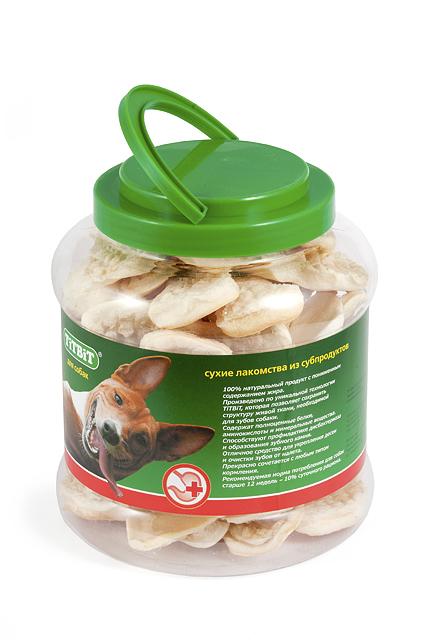 Лакомство для собак Titbit, мясная слоеная косточка, 4,3 л403Лакомство для собак Titbit выполнено из высушенной говяжьей кожи, свернутой в форме косточки длиной 11 см. Благодаря большому содержанию аминокислот и коллагена положительно воздействует на состояние кожи и шерсти собаки, а также обеспечивает поступление в организм незаменимых компонентов для роста и поддержания качества хрящевой ткани суставов собак.Способствует укреплению десен, удалению зубного налета и профилактике образования зубного камня. Прекрасное лакомство для всех собак с 1,5-2 месячного возраста. Состав: высушенная говяжья кожа.Товар сертифицирован.