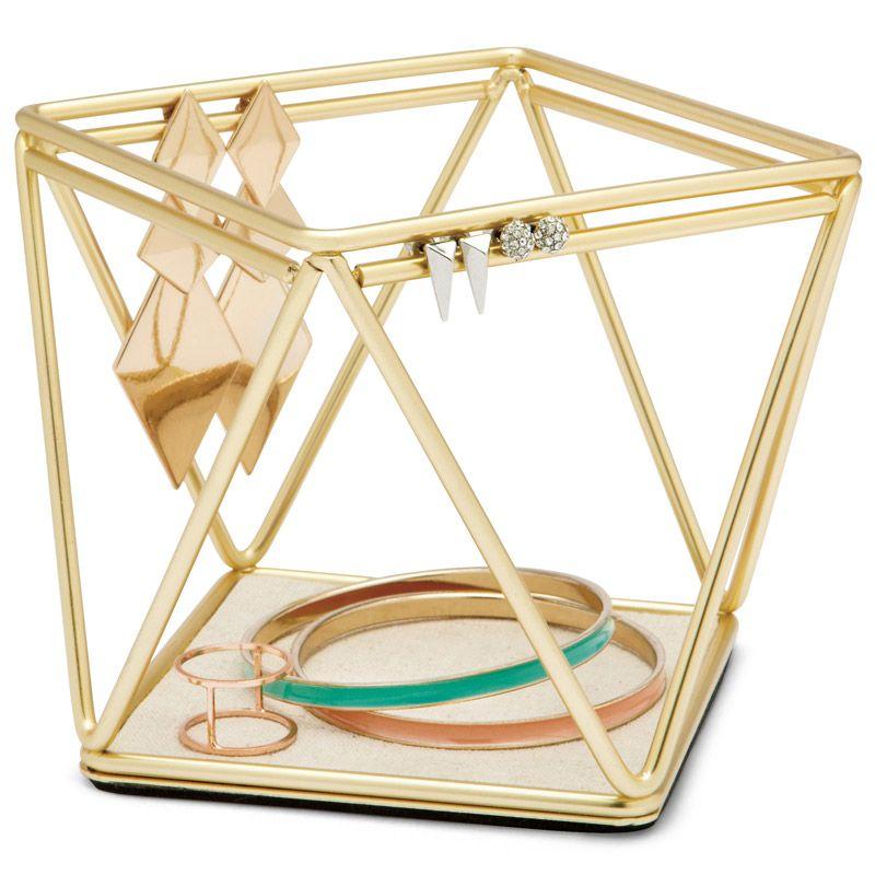 Органайзер для украшений Umbra Prisma299480-221Органайзер для украшений Umbra Prisma выполнен из металла, основание отделано текстилем. Это настоящий алмаз вашей комнаты! Вдохновленная огранкой бриллиантов форма этого держателя привлекает внимание и вызывает восхищение. При этом он очень удобен для разных украшений. Все идеально продумано: двойной ободок сверху отлично подойдет для сережек, а основание предназначено для мелких предметов и массивных украшений (часов, браслетов).
