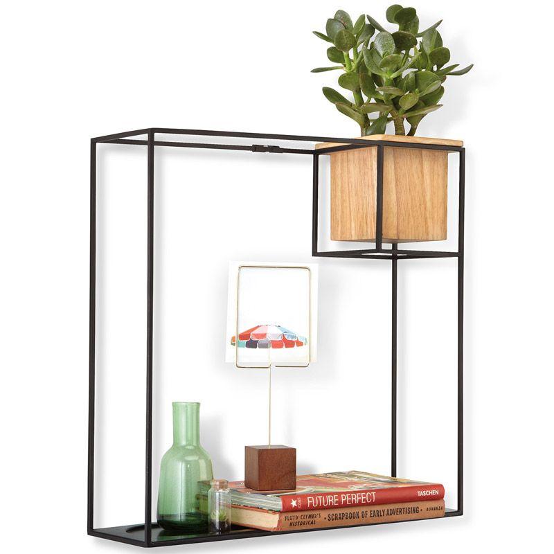 """Строгие геометрические формы полки-органайзера Umbra """"Cubist"""" не ограничивают воображение, а наоборот, вдохновляют на творчество и  создание неповторимых интерьеров.  Легкий каркас из металла создает эффект невесомости, вещи будто парят в воздухе. Деревянный кубический контейнер отлично дополняет  композицию: он может служить подставкой для канцелярских мелочей или кашпо для цветов. Можно поставить на стол или повесить на стену (крепления в комплекте). Выдерживает до 6,8 кг. Размеры: 38,1 x 11,4 x 38,7 см"""
