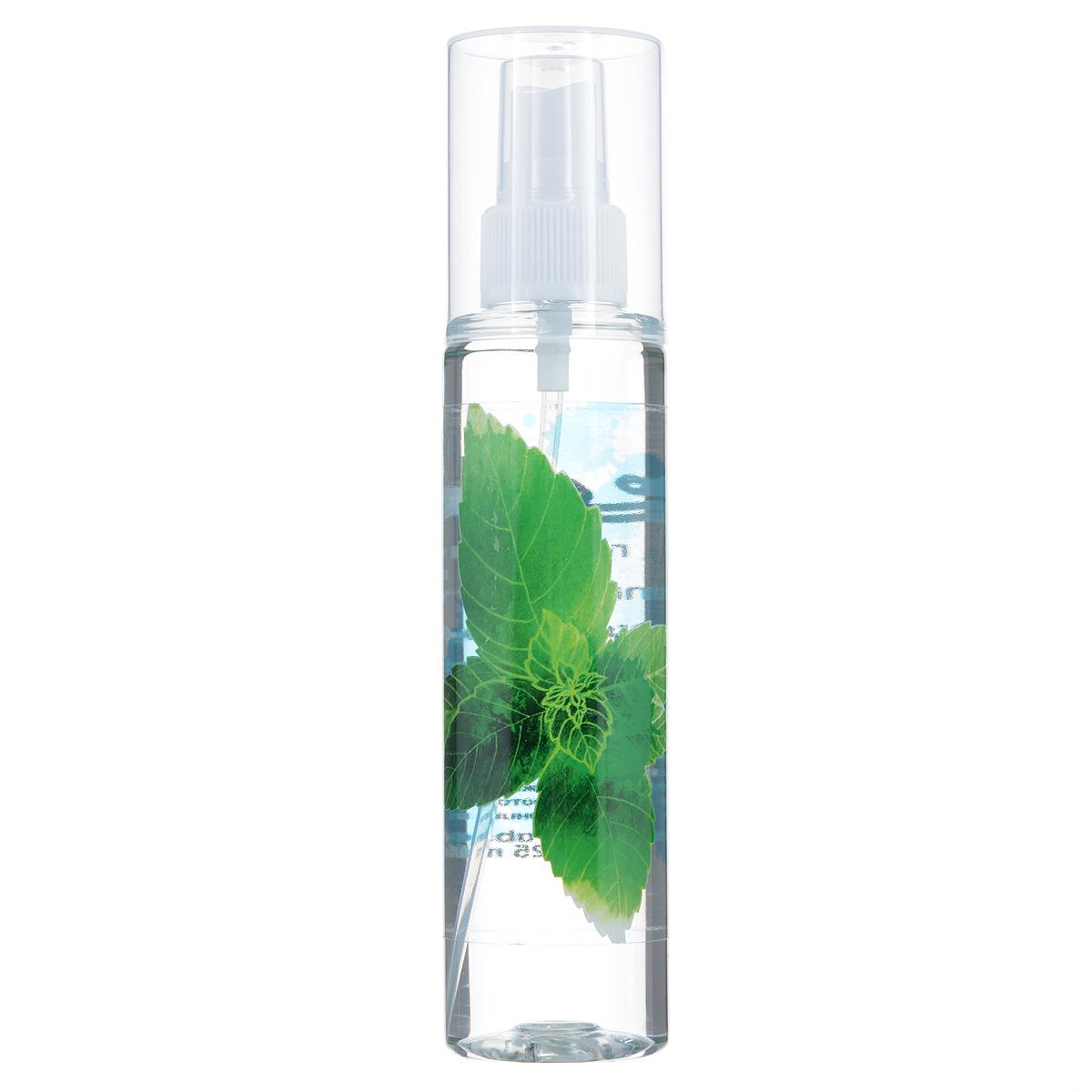 Зейтун Гидролат Мята, 125 млZ3813Гидролат мяты хорошо распылять на лицо и область декольте — он бодрит, освежает, улучшает цвет и общий тонус кожи, подтягивает её. Также может снять отёчность и раздражение, облегчить аллергическую реакцию. Мятная вода обладает удивительным освежающим эффектом не только для кожи, но и для ума — помогает сконцентрироваться, в то же время успокаивая нервы. В сочетании с гидролатом розмарина, отличная — и более полезная — замена кофе. Помогает легче переносить жару.Мятную воду вы можете использовать разными способами:• в качестве тоника для кожи лица и тела,• добавлять в воду, когда принимаете ванну,• применять как ополаскиватель после мытья волос,• можно распылять в течение дня на волосы: гидролат легко ложится, не склеивает их, слабо фиксируя причёску и придавая волосам нежный аромат,• наносить перед применением крема или косметического масла, ради подготовки кожи и усиления воздействия средства,• использовать для тонизации кожи после скраба или пилинга,• разводить сухие глиняные маски, улучшая их эффект и придавая коже травяной запах.Мятная вода полностью натуральна, поэтому чувствительна к свету, высоким температурам и микроорганизмам, и храниться она может не более 12 месяцев, причём мы настоятельно рекомендуем держать её в холодильнике. В случае аллергической реакции (жжение, покраснение) следует использовать менее концентрированный раствор (разбавить водой в пропорции 1:3-1:4).