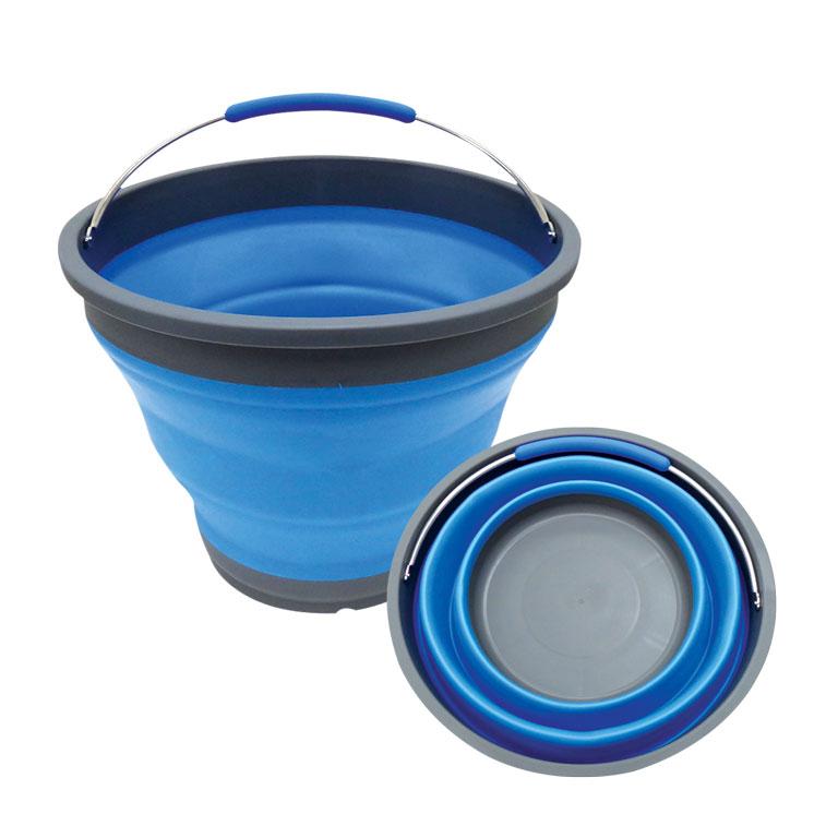 Ведро складное Miolla, цвет: серый, голубой, 9,8 л2503006UСкладное ведро Miolla изготовлено из термопластичной резины и пластика. Благодаря гибкости и пластичности материала, ведро легко складывается и раскладывается. В сложенном состоянии занимает минимум места. Пластиковые вставки отлично держат форму изделия. Ведро прекрасно подходит для хранения различных бытовых вещей и других предметов. Для удобной переноски имеется металлическая ручка. Такое практичное и функциональное ведро пригодится в любом хозяйстве.Высота в сложенном виде: 5,5 см.