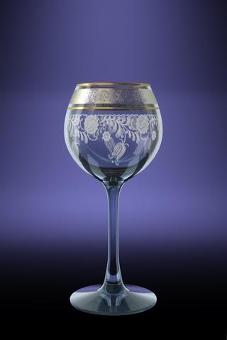 """Набор Гусь-Хрустальный """"Эдем"""", изготовленный из высококачественного натрий-кальций-силикатного стекла, состоит из 6 фужеров на длинных тонких ножках. Изделия оформлены красивым зеркальным покрытием и белым матовым орнаментом. Такой набор прекрасно дополнит праздничный стол и станет желанным подарком в любом доме. Разрешается мыть в посудомоечной машине. Объем фужера: 210 мл."""