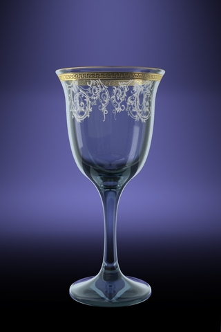 Набор фужеров для вина Гусь-Хрустальный Юнона, 240 мл, 6 штTL40-863Набор Гусь-Хрустальный Юнона с рисунком Каскад состоит из 6 фужеров на изящных длинных ножках, изготовленных из высококачественного натрий-кальций-силикатного стекла. Изделия предназначены для подачи холодных напитков, вина и многого другого. Фужеры оформлены красивым зеркальным покрытием с матовым орнаментом. Такой набор прекрасно дополнит праздничный стол и станет желанным подарком в любом доме. Разрешается мыть в посудомоечной машине.Диаметр фужера (по верхнему краю): 8,5 см.Высота фужера: 18 см. Объем: 240 мл.