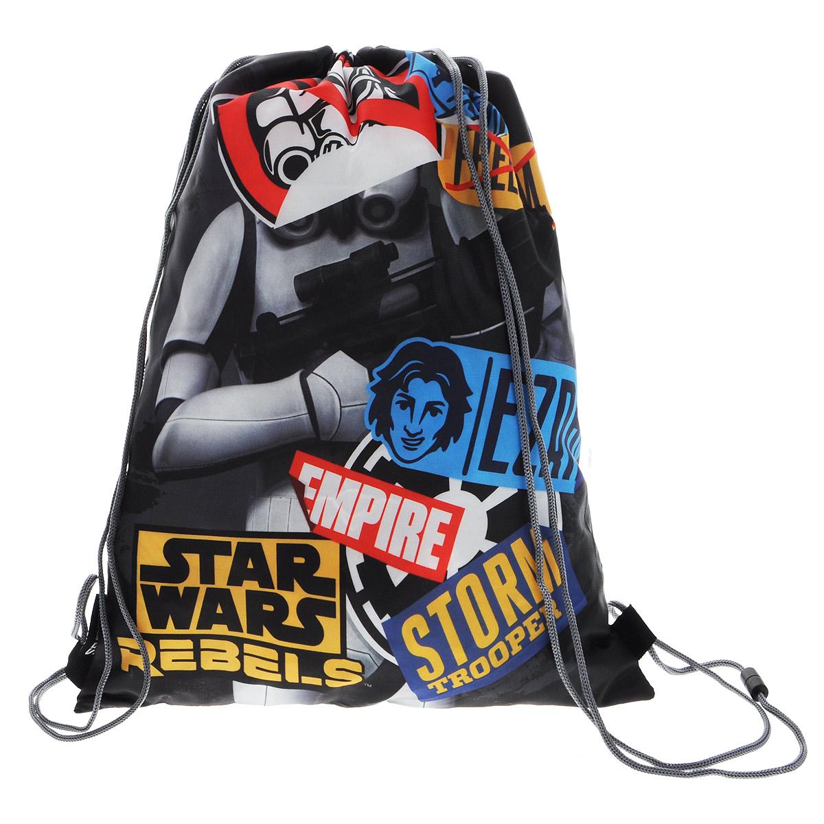 Star Wars Сумка-рюкзак для обуви цвет черно-серый SWCB-MT1-883SWCB-MT1-883Сумка для сменной обуви Star Wars идеально подойдет как для хранения, так и для переноски сменной обуви и одежды.Сумка выполнена из прочного водонепроницаемого полиэстера и содержит одно вместительное отделение, затягивающееся с помощью текстильных шнурков. Шнурки фиксируются в нижней части сумки, благодаря чему ее можно носить за спиной как рюкзак.Оформлено изделие изображением героя из фильма Звездные войны.Ваш ребенок с радостью будет ходить с таким аксессуаром в школу.