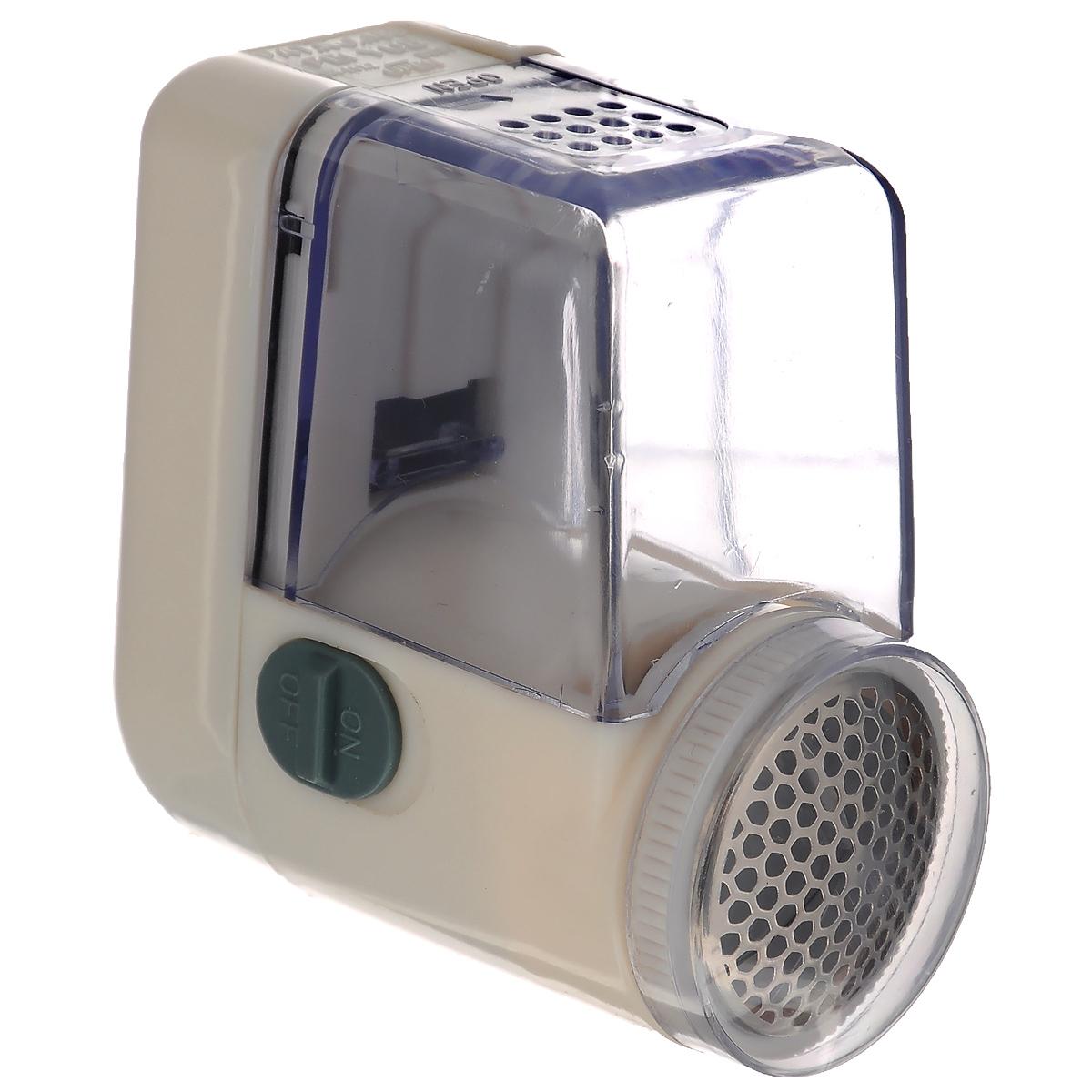 Машинка для удаления катышков Bradex, цвет: белыйTD 0247Машинка для удаления катышков Bradex, изготовленная из высококачественного пластика и металла, - это надежное устройство, которое позволит вам вернуть одежде презентабельный внешний вид. Можно больше не выбрасывать любимую кофту, которая потеряла былую привлекательность из-за скопившихся катышков. Достаточно просто провести машинкой по ткани, и она удалит лишние ворсинки. Устройство очень легко использовать, оно удобно лежит в руке и не занимает много места. Машинка подходит не только для одежды. Ее можно использовать со всеми видами тканей. Воспользуйтесь машинкой и поддерживайте покрывала, занавески или обивку мебели в прекрасном состоянии.Машинка работает от 2 батареек типа AA (не входят в комплект).
